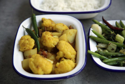 Aloo Phulkopir Dalna – Bengali Cauliflower Potato Curry Recipes | Mallika Basu